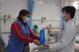 Ban giám đốc Bệnh viện Tâm Trí Đồng Tháp chúc tết bệnh nhân