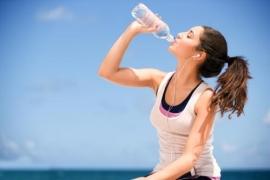 Tự hủy hoại sức khỏe của mình vì uống nước sai cách